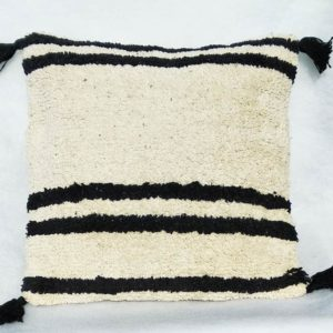 coussin noir et blanc