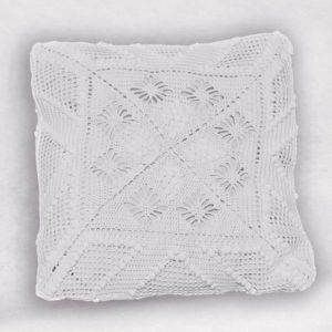 coussin blanc crochet