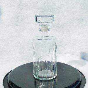 Belle carafe vintage en verre pour le whisky