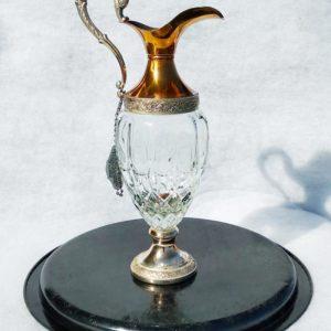 Carafe en verre avec bec métal