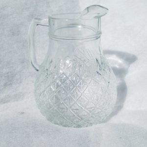 Carafe en verre sculpté