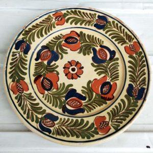 Assiette décorative en terre émaillée