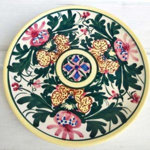 Plat espagnol en faience décor fleurs