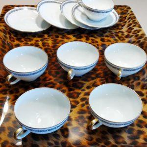 Service à café porcelaine blanche décor noir et or
