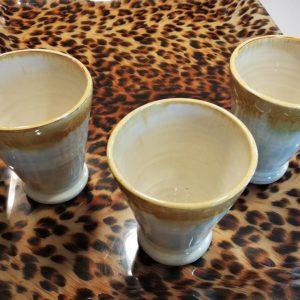 Set de 3 mugs en grès émaillé crème et jaune moutarde