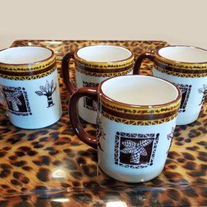 Set de 4 mugs en grès motifs baobab et palmier en relief