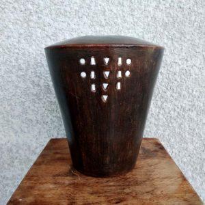 vase terre cuite et décor ethnique