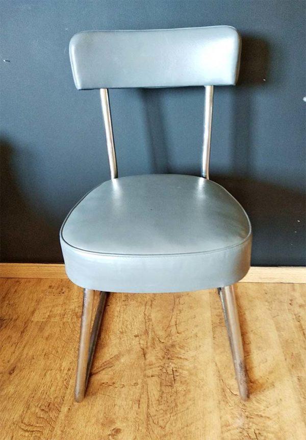 Chaise style industriel grise en cuir